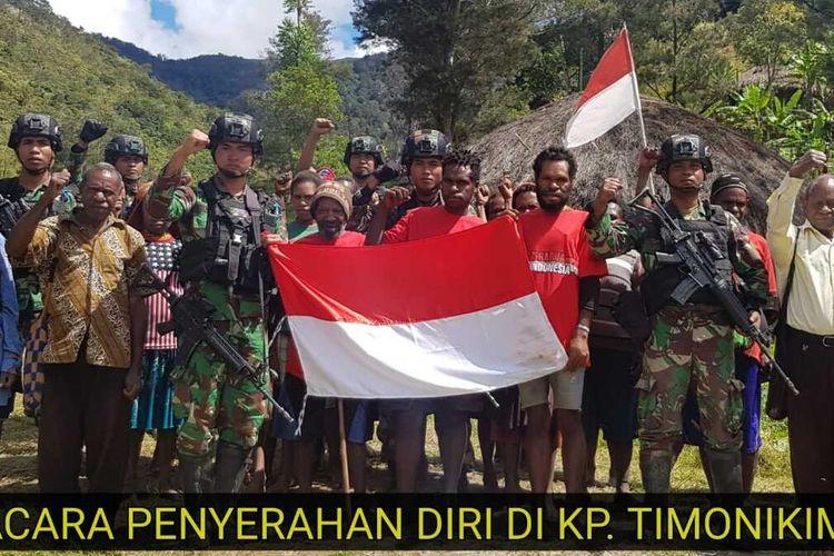10 anggota KKB pimoinan Purom Wenda menyerahkan diri dan menyatakan kembali ke NKRI, Distrik Balingga, Lanny Jaya, Papua, Senin (31/8/2020)