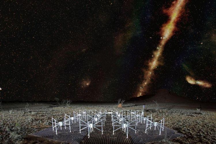 Dalam gambar gabungan ini, Bima Sakti dan radio galaksi Centaurus A bersinar di langit malam selatan di atas teleskop Murchison Widefield Array.