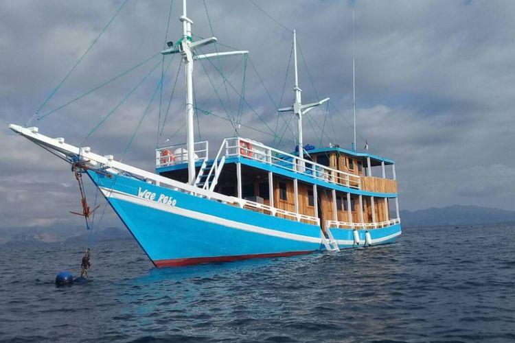 Kapal semi phinisi Wae Rebo di Pelabuhan Labuan Bajo, Nusa Tenggara Timur.