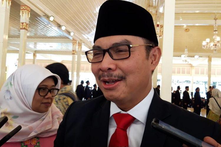 Kepala BKKBN Pusat Hasto Wardoyo saat menemui wartawan usai menghadiri pelantikan Bupati Kulonprogo di Kompleks Kepatihan, Yogyakarta.