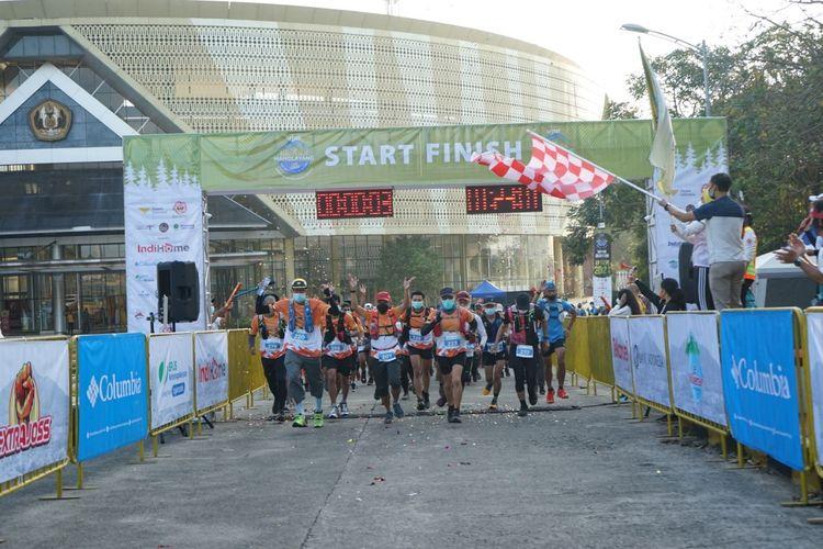 Sebanyak 150 pelari mengikuti Unpad Manglayang Trail Running (MTR) 2021, Minggu (19/9/2021). Mereka start dari Kampus Unpad Jatinangor, Sumedang.