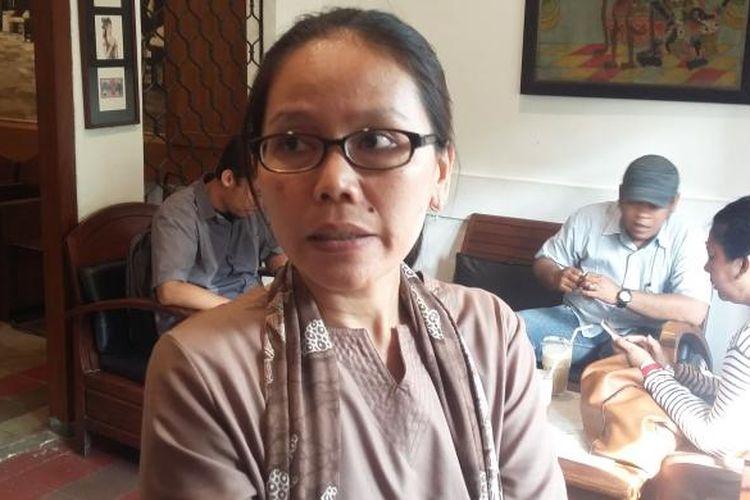 Kepala DepartemenKajian dan Penggalangan Sumber Daya Wahana Lingkungan Hidup Indonesia (Walhi) Khalisah Khalid, saat ditemui di Cikini, Jakarta Pusat, Senin (12/10/2015).