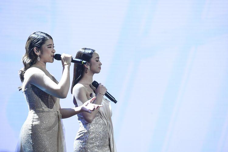 Grand Finalis Indonesian Idol Tiara (kiri) dan Lyodra tampil pada Result and Reunion Indonesian Idol di Jakarta, Senin (2/3/2020). ANTARA FOTO/Hafidz Mubarak A/aww.