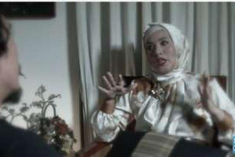 Elma Theana menceritakan pengalamannya berada di padepokan Gatot Brajamusti kepada Teddy Syach dalam video berjudul Eksklusif! Pengakuan Jujur Elma Theana. Video itu diunggah di YouTube pada Kamis (1/9/2016).