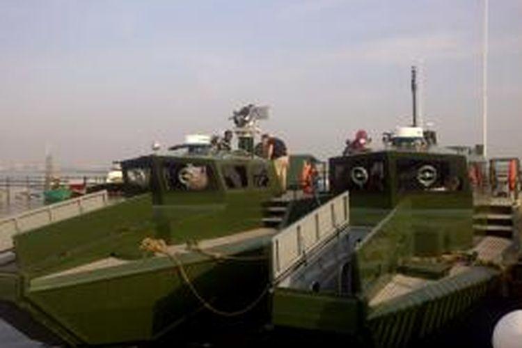 TNI AD meluncurkan kapal motor cepat Komando di Pantai ABC, Ancol, Jakarta, Selasa (29/4/2014). Kapal ini dilengkapi dengan sistem persenjataan otomatis kaliber 17,5 milimeter.