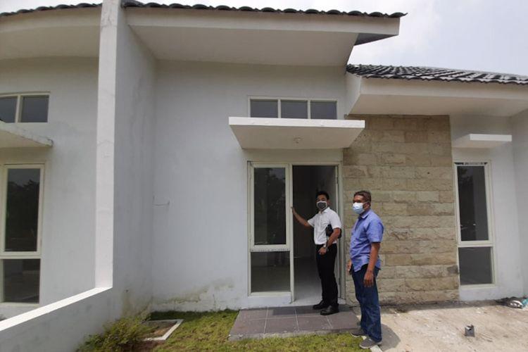 Salah satu unit rumah di Perumahan Grand Kedamean Regency yang siap diserahterimakan kepada pembeli.