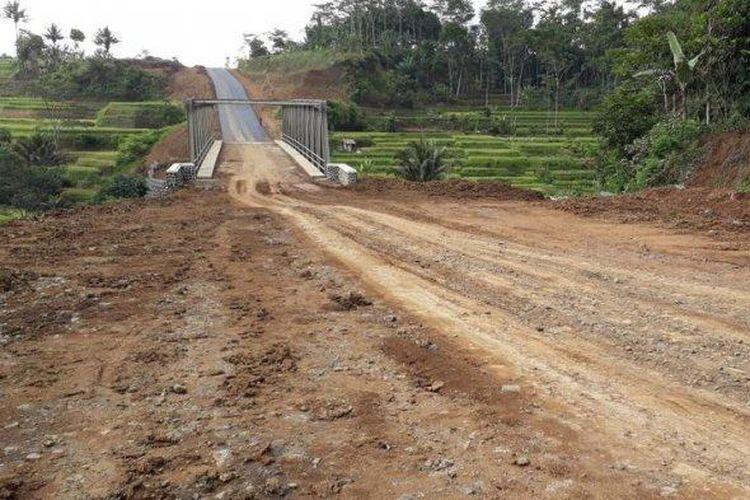 Jalur Ciawi-Singaparna (Cisinga) Kabupaten Tasikmalaya, Kamis (22/11/2018).