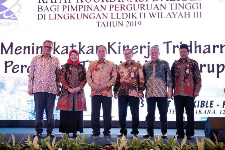 Menristekdikti saat membuka Rapat Koordinasi Daerah (Rakorda) yang diselenggarakan kepada Lembaga Layanan Pendidikan Tinggi Wilayah III (LLDIKTI Wilayah III) di Hotel Bidakara, Jakarta (12/2/2019).