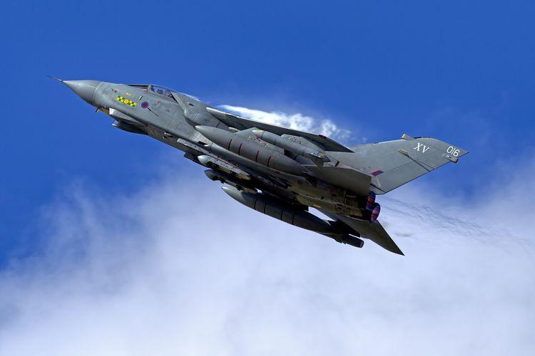 Ilustrasi jet tempur Tornado.