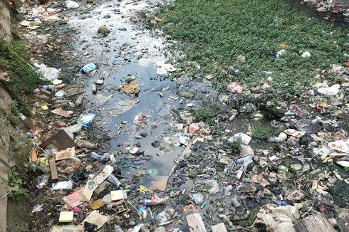 Kata Warga soal Kali Tegal Amba Penuh Sampah: Nyamuknya Banyak Sampai Bisa Bikin Peyek