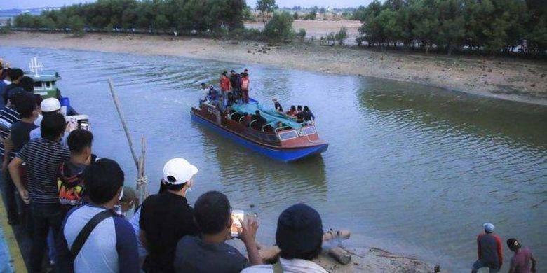 Jenazah Haji Pertama tiba di Pelabuhan Sengkuang Batam menggunakan kapal, Jumat (15/1/2021)