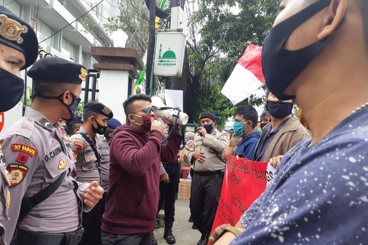 Demonstran GRPB berorasi di depan kantor Pengadilan Negeri Jakarta Utara di Jalan Gajah Mada, Kamis (16/7/2020).