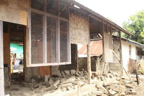 TNI dan Polri Bangun Rumah Warga Korban Gempa di Buton