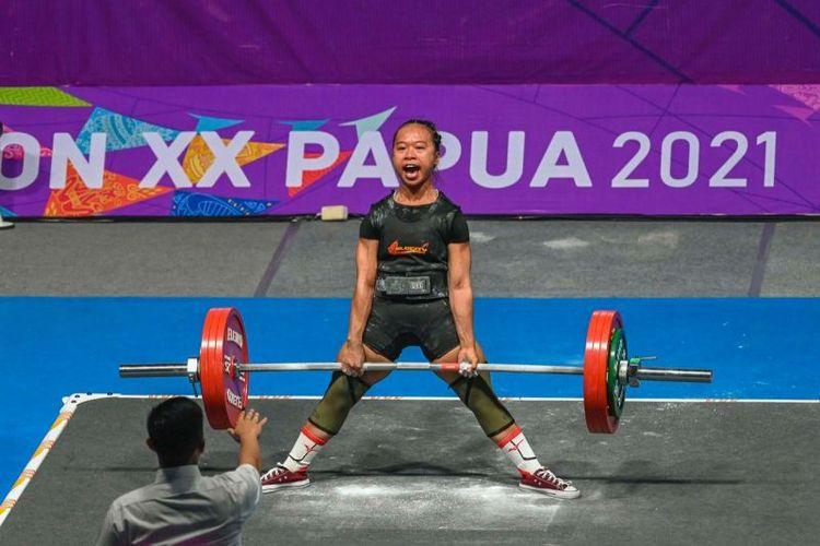 Atlet cabang olah raga angkat besi asal Jawa Barat, Susi Susanti.