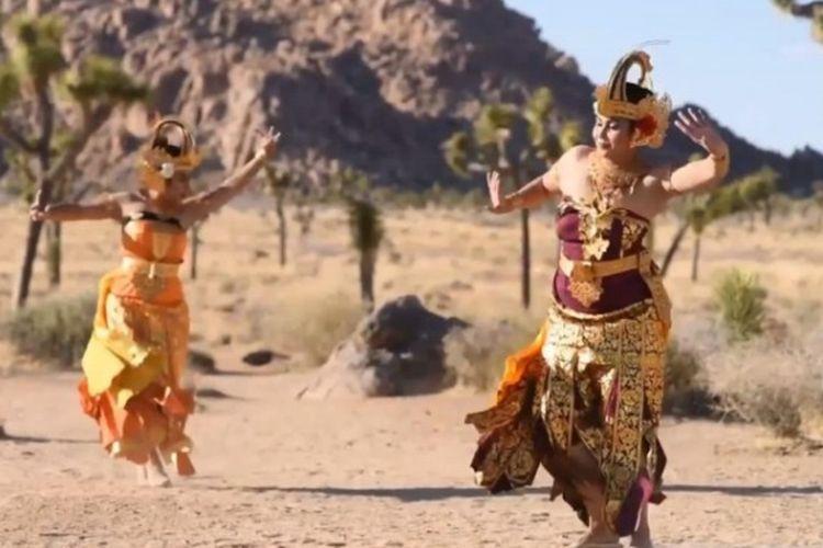 Pertunjukan kesenian Bali dalam Virtual Dharma Santi untuk memperingati Hari Raya Nyepi tahun baru Saka 1943, Hari Raya Galungan, dan Kuningan yang kebetulan jatuh pada waktu yang berdekatan, pada Sabtu (24/4/2021). [Dok. KJRI Chicago]
