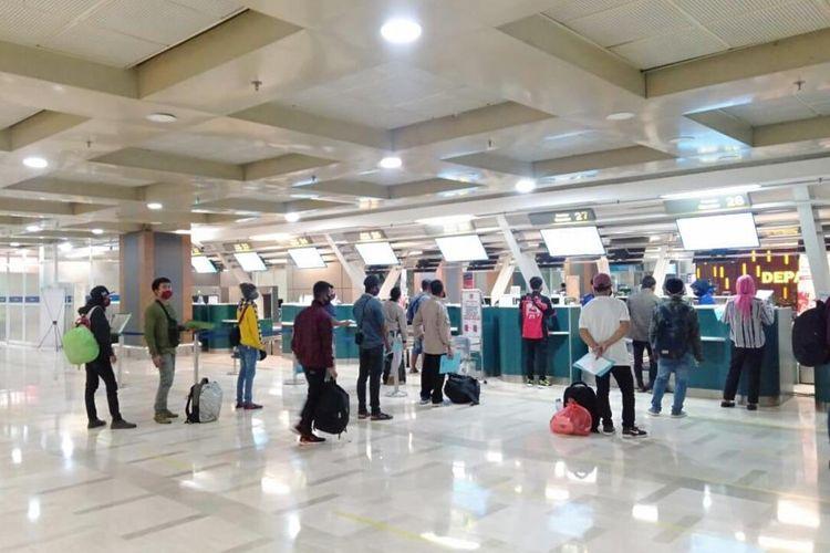 Aktivitas Bandara Internasional Sultan Hasanuddin Makassar saat pandemi Covid-19.