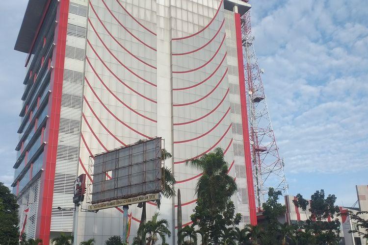 Gedung kantor Telkom di Jalan Jenderal Sudirman, Kota Pekanbaru, Riau, tampak sepi usai gedung pengaturan jaringan terbakar, Selasa (11/8/2020).