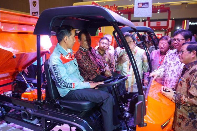 Jokowi jajal Alat Multiguna Perdesaan di IIMS 2018