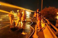 Truk Pertamina Bermuatan 32.000 Liter Terbakar Setelah Tabrak Pembatas Tol