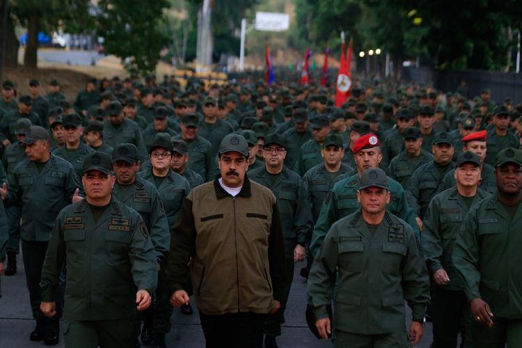 Maduro Perintahkan Angkatan Bersenjata Venezuela Waspadai Serangan dari Kolombia