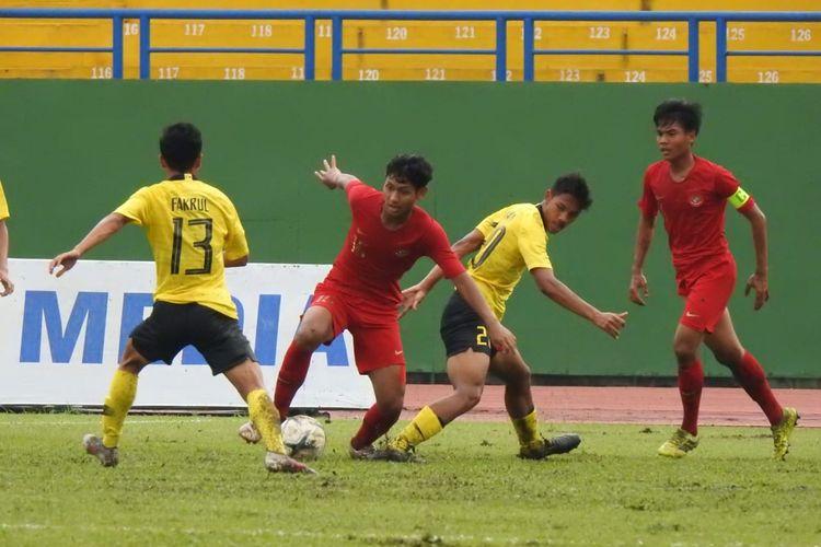 Timnas U-18 Indonesia vs Malaysia dalam semifinal Piala AFF U-18 2019 di Stadion Binh Doung, Vietnam, 17 Agustus 2019.