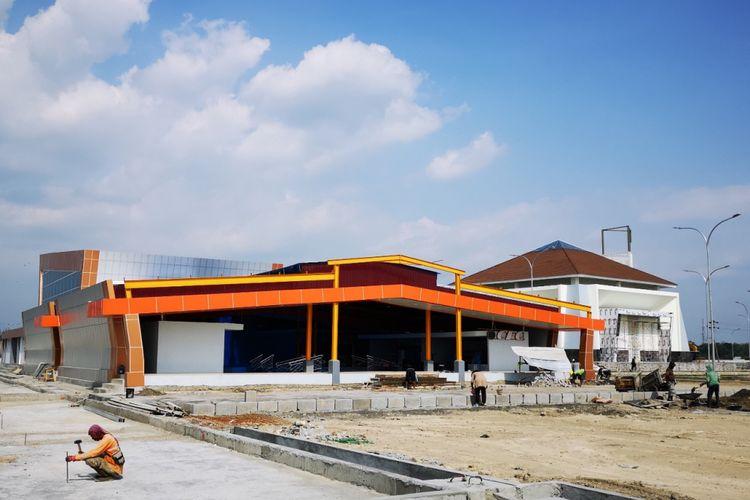 Rest area di kilometer 519 tol Colomadu - Sragen yang masih berada dalam tahap pembangunan saat dilalui KompasTekno, Selasa (29/5/2018).