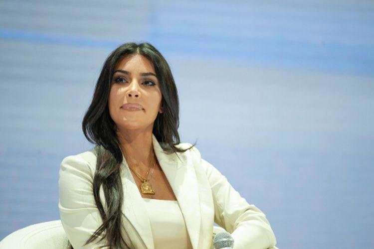 Kim Kardashian ketika memberi pidato pada forum WCIT di Armenia, Oktober 2019.