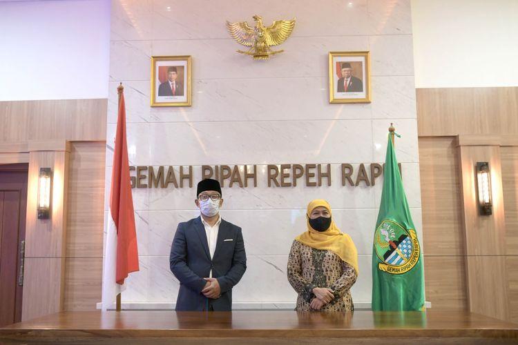 Gubernur Jabar Ridwan Kamil saat bersilahturahmi dengan Gubernur Jatim dan menghadiri Muslimat NU di Gedung Sate, Kota Bandung, Senin (19/4/2021).