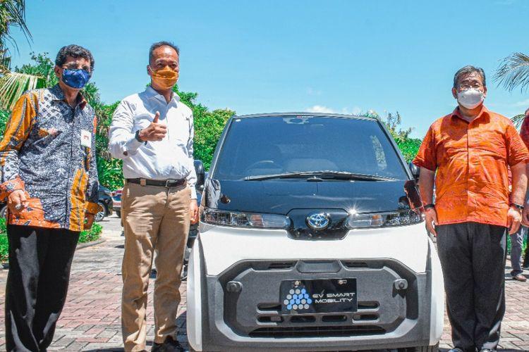 Menteri Perindustrian Agus Gumiwang Kartasasmita resmikan kendaraan listrik buatan Toyota di Nusa Dua, Bali, Rabu (31/3/2021).