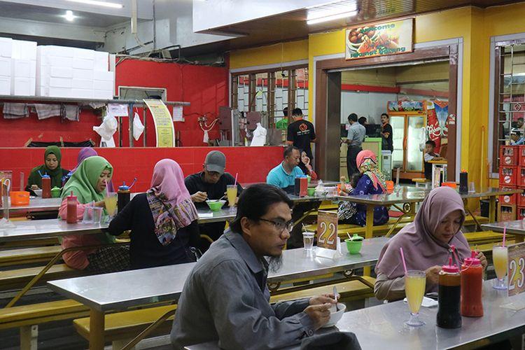 Gerai Bakso Sony di Jalan Wolter Monginsidi, Bandar Lampung