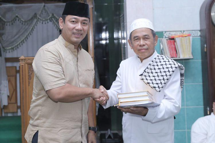 Saat sholat Isya berjamaah beberapa waktu lalu, Wali Kota Semarang Hendrar Prihadi mengimbau kepada jamaah agar merawat lingkungan serta fasilitas yang telah dibangun.