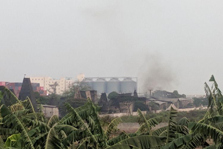 Industri pembakaran arang dan peleburan timah yang dikeluhkan warga Cilincing, Jakarta Utara.