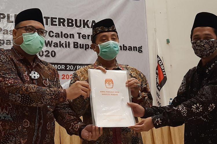 Pasangan Abdul Hafidz dan M Hanies Cholil Barro' ditetapkan sebagai Bupati dan Wakil Bupati Rembang Terpilih di Hotel Gajah Mada, Rembang, Jumat (19/2/2021)