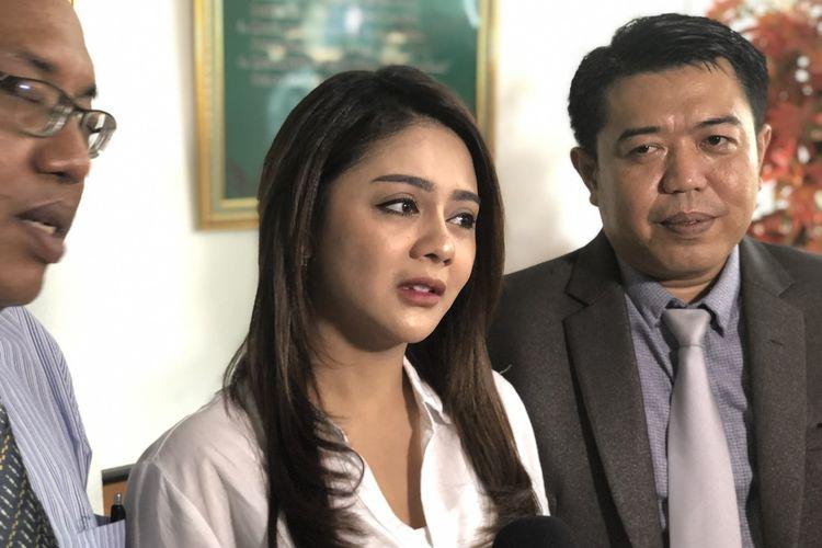 Jenita Janet Ungkap Alasan Gugat Cerai Suami, Ternyata...
