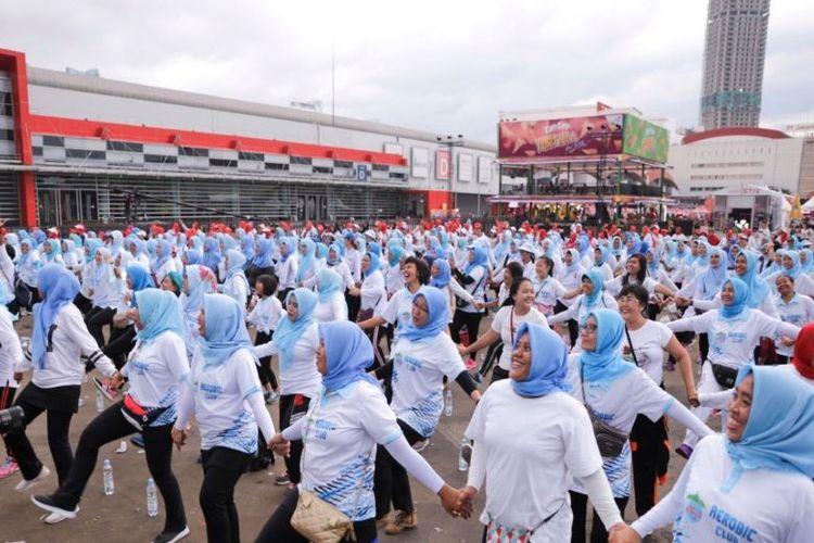 Le Minerale mengajak masyarakat untuk hidup sehat melalui senam massal pada Big Bang Festival 2019 yang diikuti oleh ribuan peserta.