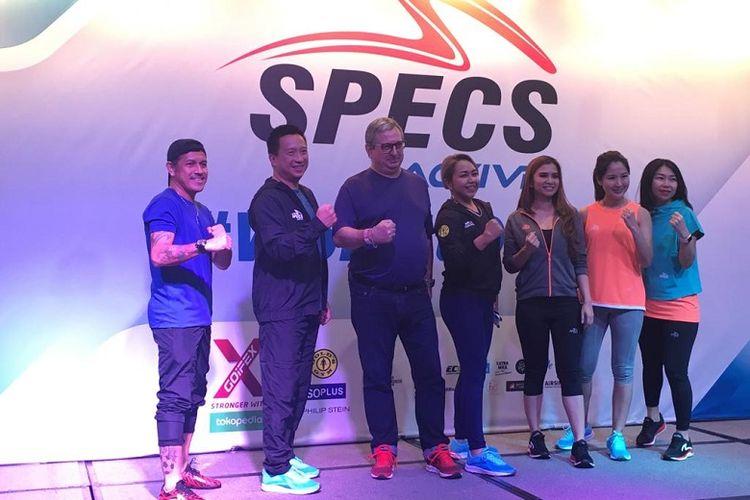 Pihak Specs sedang memperkenalkan produk barunya, Specs Active, yang akan digunakan untuk jersey Persija Jakarta musim ini.