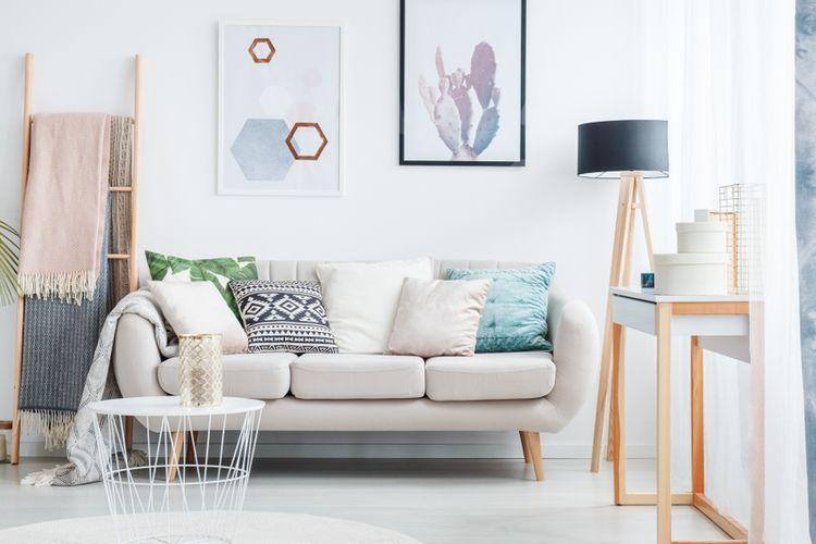 Ilustrasi ruang tamu sempit, ruang tamu minimalis, sofa di ruang tamu.