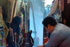 Barang Suap Dilelang, Gitar Bas Jokowi Cuma Dipajang
