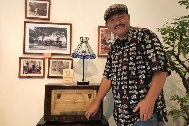 Denny Kusuma, kolektor radio tua asal Bandung.