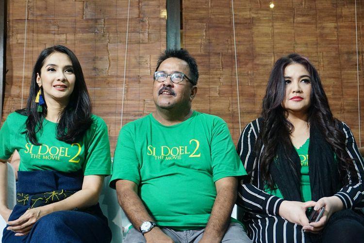 Artis peran Rano Karno bersama Cornelia Agatha dan Maudy Koesnaedi dalam jumpa pers peluncuran trailer dan poster film Si Doel The Movie 2 yang digelar di kediaman Rano di kawasan Lebak Bulus, Jakarta Selatan, Rabu (27/3/2019).