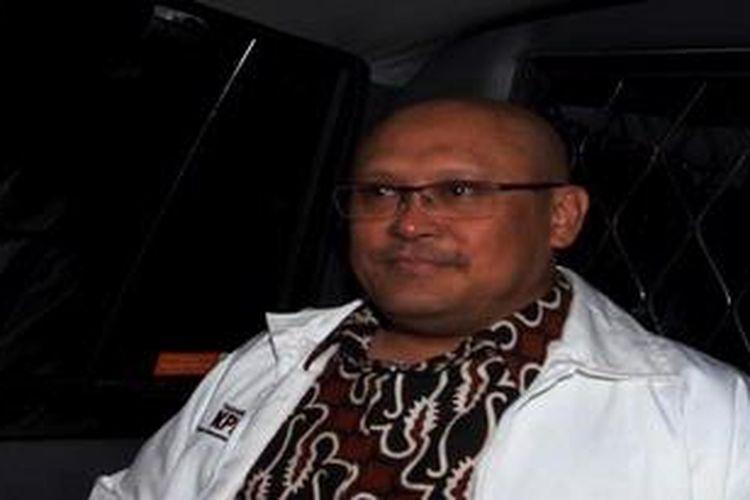 Tersangka Direktur Utama PT Netway Utama Gani Abdul Gani usai diperiksa penyidik Komisi Pemberantasan Korupsi (KPK),  Jakarta, Jumat (15/2/2013). Gani di periksa terkait kasus korupsi pengadaan CIS-RISI PLN tahun anggaran 2004-2008.