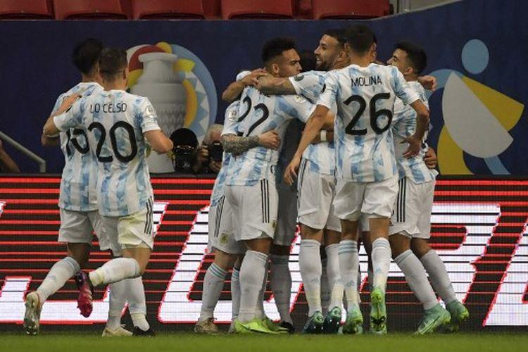 Suasanya perayaan gol Guido Rodriguez pada laga Grup B Copa America 2021 yang mempertemukan Argentina vs Urugay di Stadion Mane Garrincha, Sabtu (19/6/2021) pagi WIB.