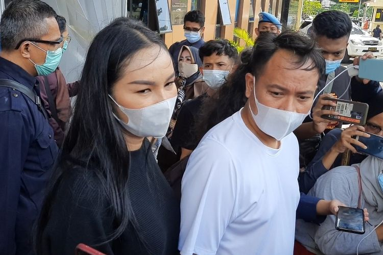 Vicky Prasetyo dan Kalina Ocktaranny saat ditemui di Polres Metro Jakarta Pusat, Rabu (31/3/2021)
