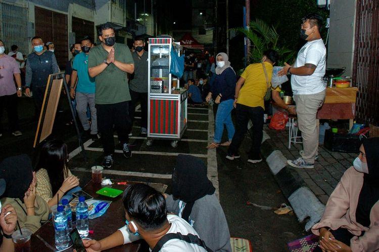 Bobby Nasution menghimbau pengunjung KCW untuk taat prokes