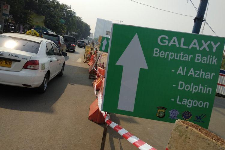 Rekayasa lalu lintas di jalan Kalimalang, dekat perumahan Galaxy, Kota Bekasi