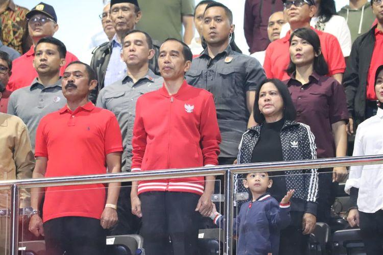 Presiden Joko Widodo saat menghadiri Laga Persis Solo vs Persib di Stadion Manahan, Solo, Sabtu (15/2/2020).
