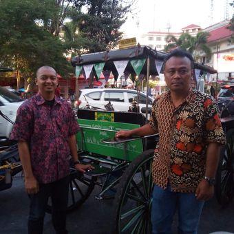 Compliance & Public Affairs, Grab Indonesia, Barry Pramudya dan Ketua Paguyuban Andong DIY, saat peluncuran Grab Andong di Yogyakarta, Jumat (24/8/2019).