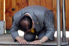 Anggotanya Tularkan Virus Corona, Pemimpin Sekte Sesat di Korsel Ini Berlutut Minta Maaf