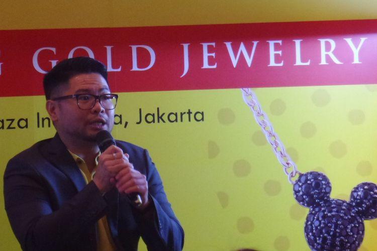 Creative Director UBS Gold Erwin Suganda dalam peluncuran koleksi perhiasan kolaborasi UBS Gold x Disney di Plaza Indonesia, Jakarta, Jumat (20/7/2018).