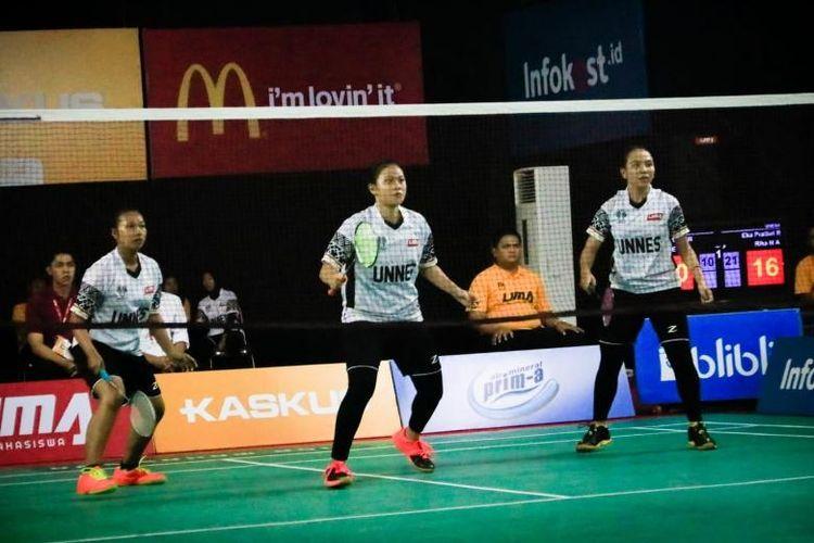 Pada pertandingan pertama,  triple Eka Pratiwi Retno Putri/Rizqita Dwi Putri/Rika Nur Alifah membuka kemenangan Unnes setelah mengandaskan perlawanan wakil UAD  Iin Agustia Sinta/Vetty Nirmalasari/Utari Esi Faatihah  dengan skor  skor 21-10, 21-13.